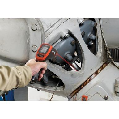 Termómetro infrarrojo sin contacto micro IR-100 en funcionamiento